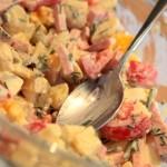 Salade de pommes de terre, cornichons et jambon