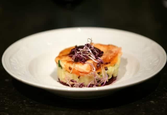 Saumon aux betteraves et au chou-rouge
