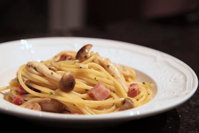 Spaghettis aux champignons japonais