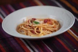 Bucatini aux tomates cuites au four