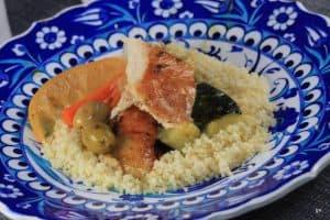 Tajine au poulet, citron confit et olives vertes