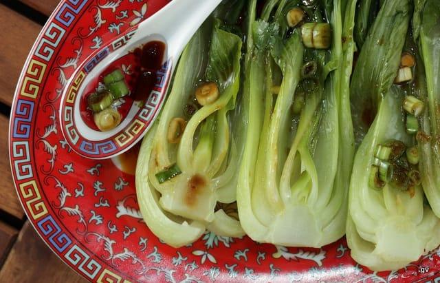 Bok choy à la sauce épicée