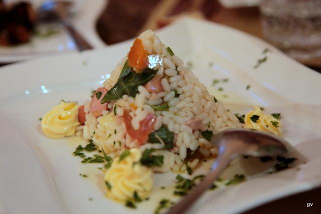 Pyramide de riz aux saucisses