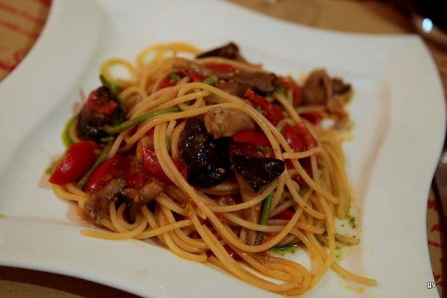 Spaghettis asperges sauvages, champignons et pesto