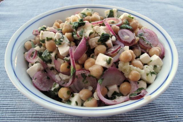 Salade de pois chiches, feta et coriandre
